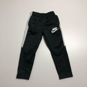 3/30$ Nike Kids Black Sweatpants Trackpants 3T